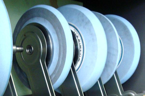 円筒研削盤
